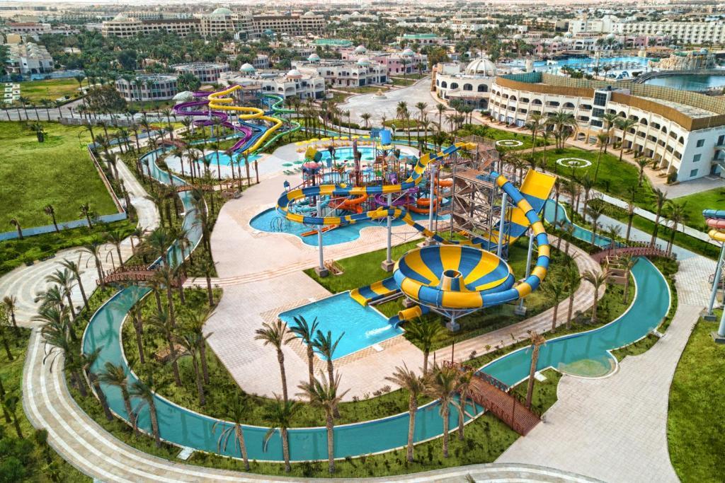 Een luchtfoto van Golden Paradise Aqua Park City