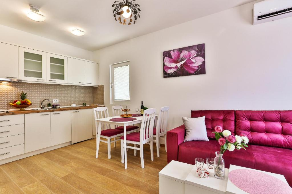 A kitchen or kitchenette at Apartments Royal Lux