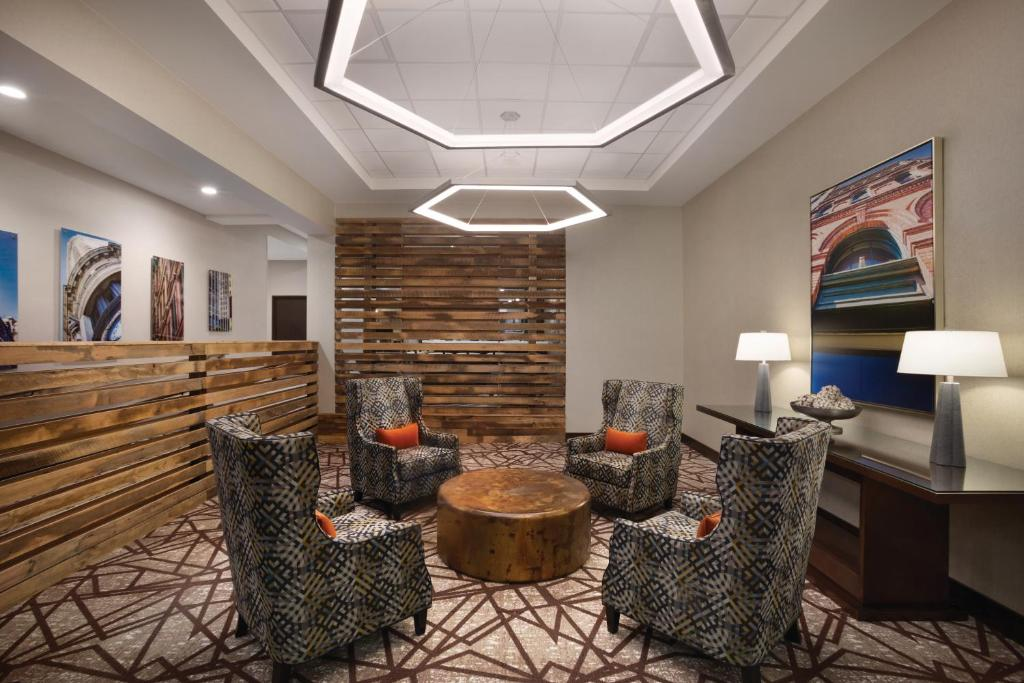 gallery image of this property - Hilton Garden Inn Birmingham Al