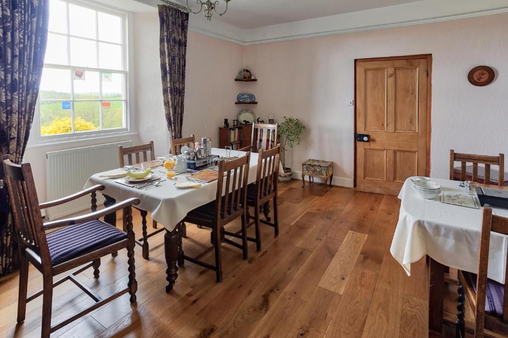 A restaurant or other place to eat at Tregolls Farm B&B