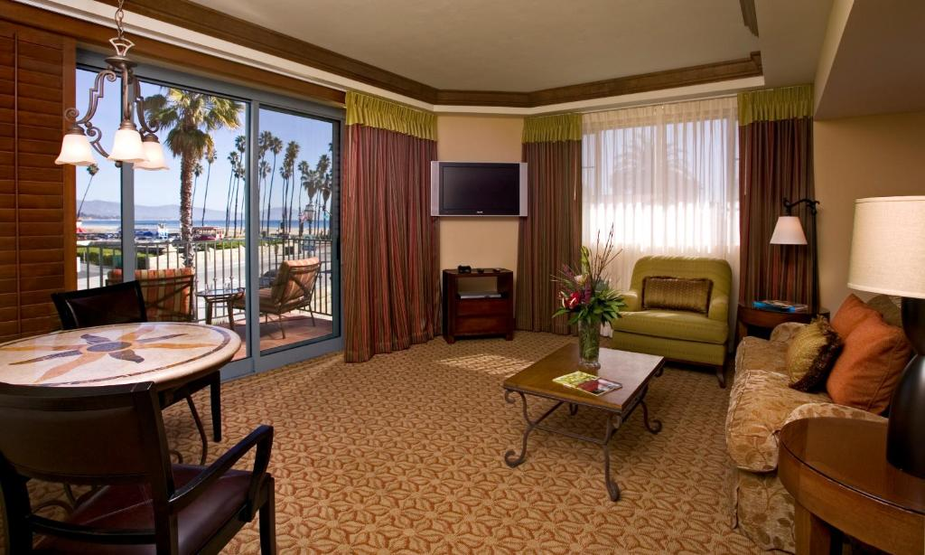 A room at the Harbor View Inn with an ocean view.