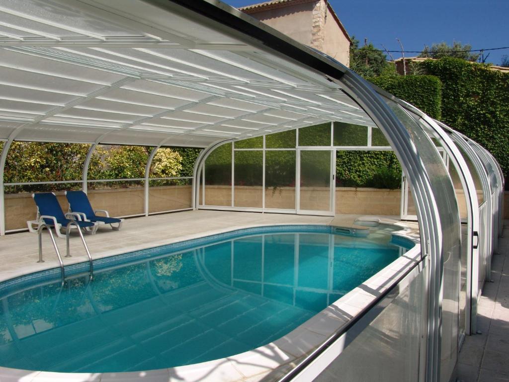 The swimming pool at or near Apartamentos Casa Sanz