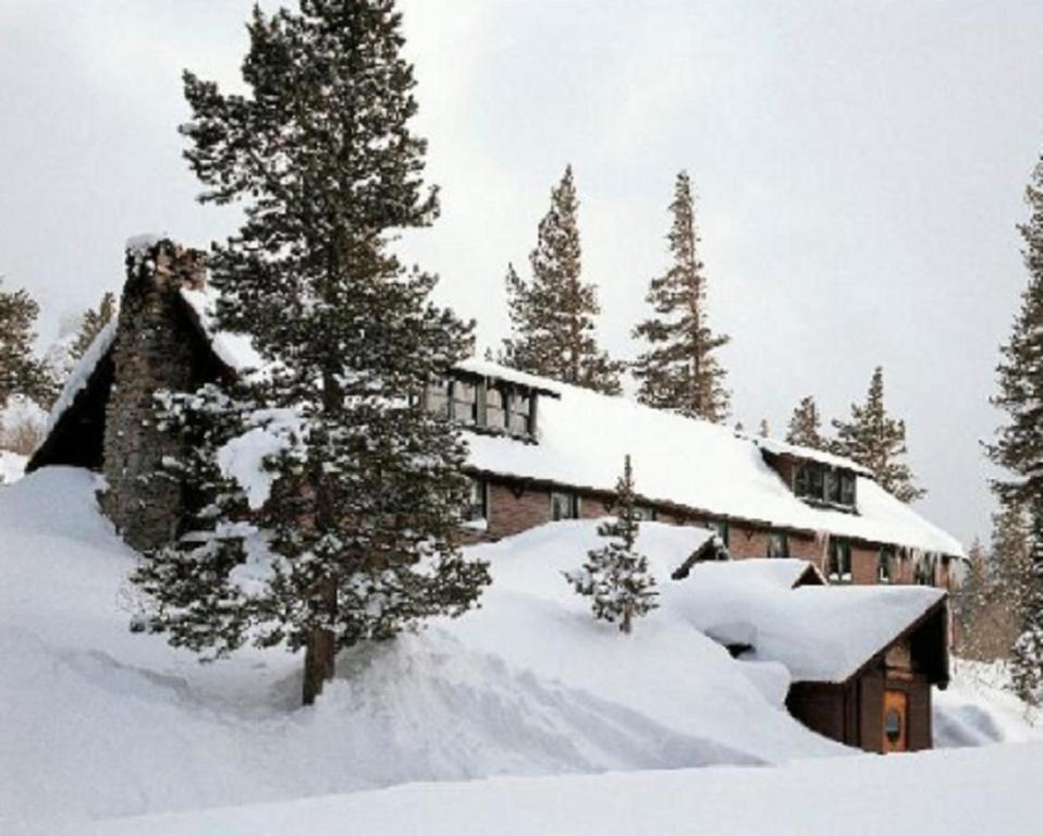Tamarack Lodge, Mammoth Lakes, CA - Booking.com