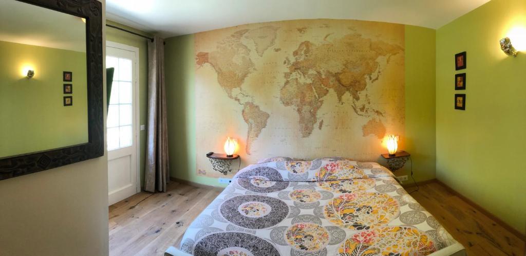 Een bed of bedden in een kamer bij Le Grand Bois