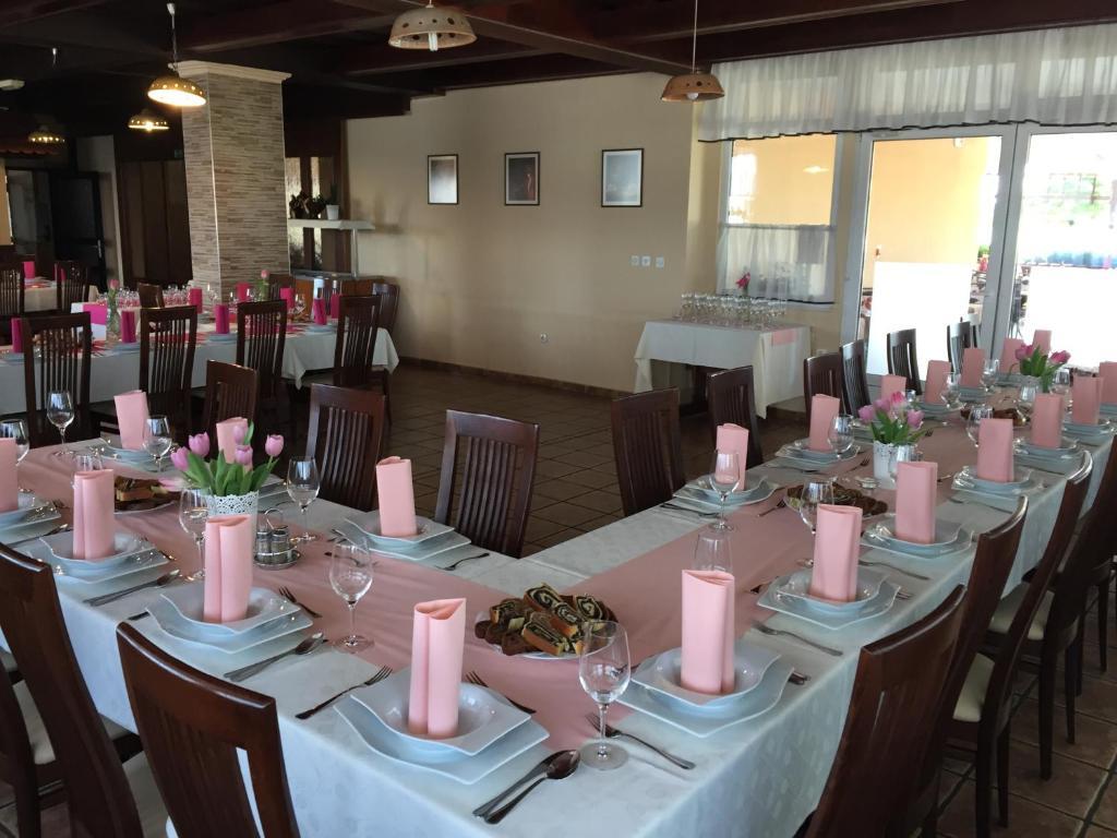 Restavracija oz. druge možnosti za prehrano v nastanitvi Motel Čarda