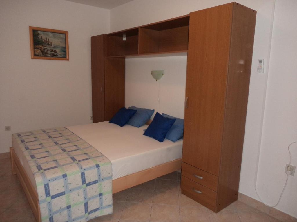 A bed or beds in a room at Jandric Apartments