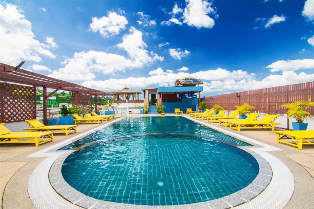 The swimming pool at or close to Hawaii Patong Hotel
