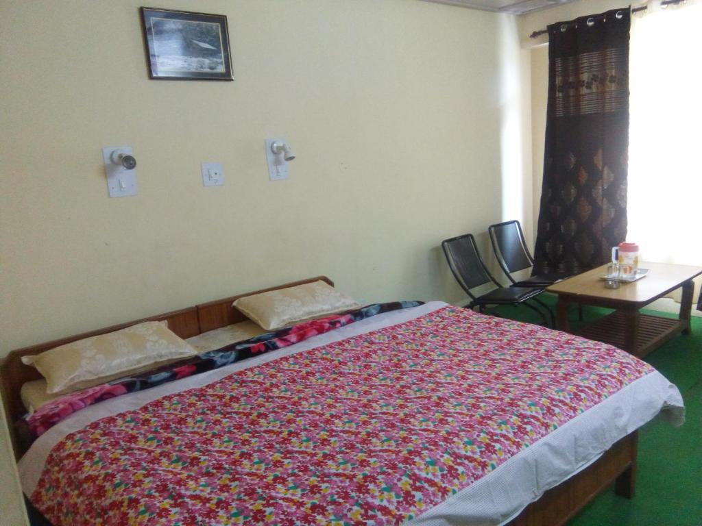 A bed or beds in a room at Lakeview Resort