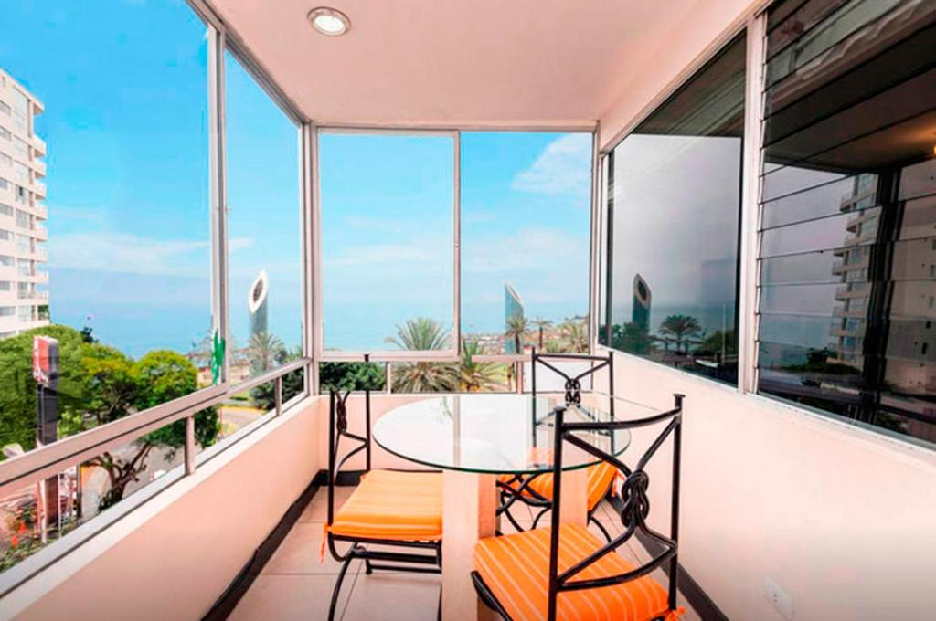 A balcony or terrace at Apartment in Miraflores next to Larcomar