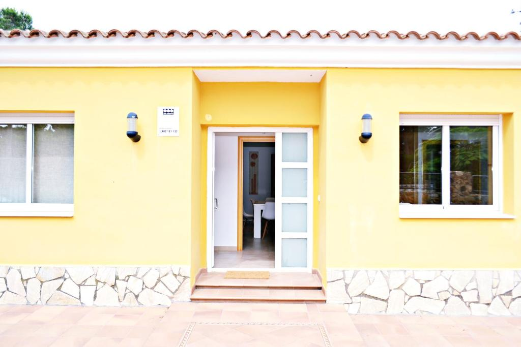 Holiday home Willy, Mas Carbo, Spain - Booking.com on