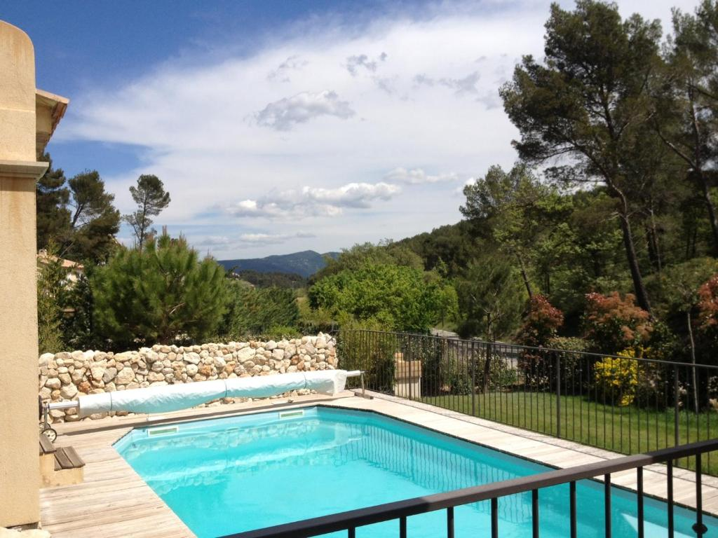 Appartement Rez de jardin de villa, avec terrasse, jardin et piscine ...