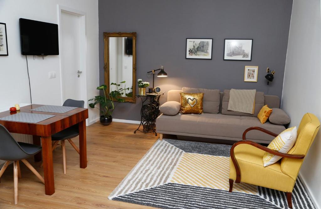 A seating area at Mini Flathotel1