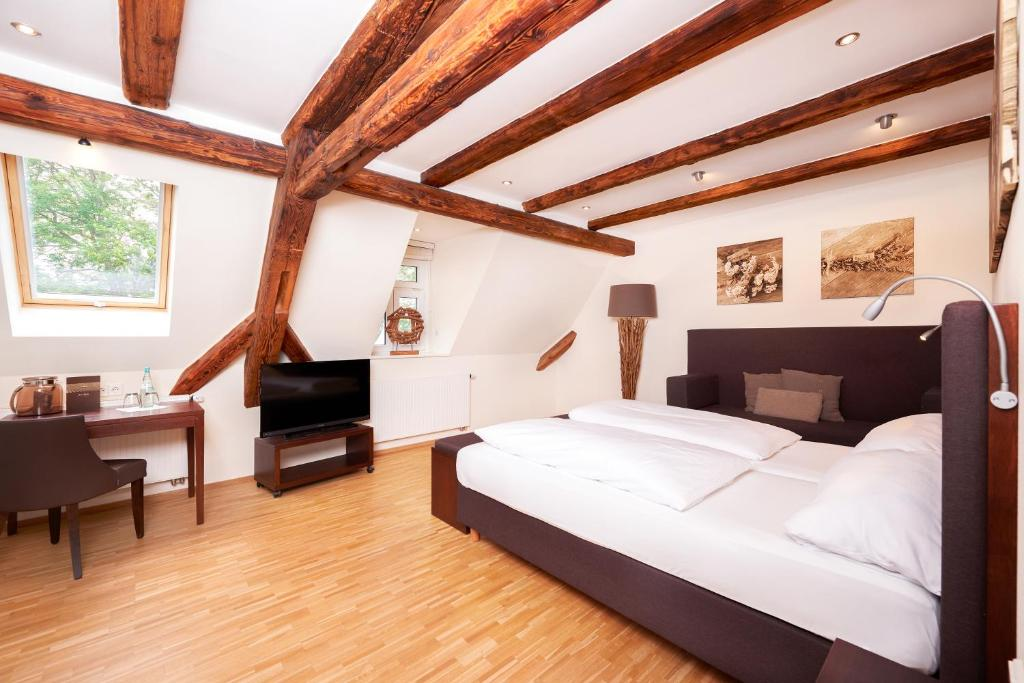 A bed or beds in a room at Rebers Pflug