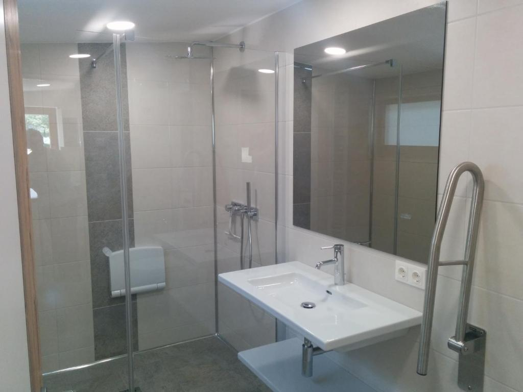 A Bathroom At Camping Chalets Brunner Am See