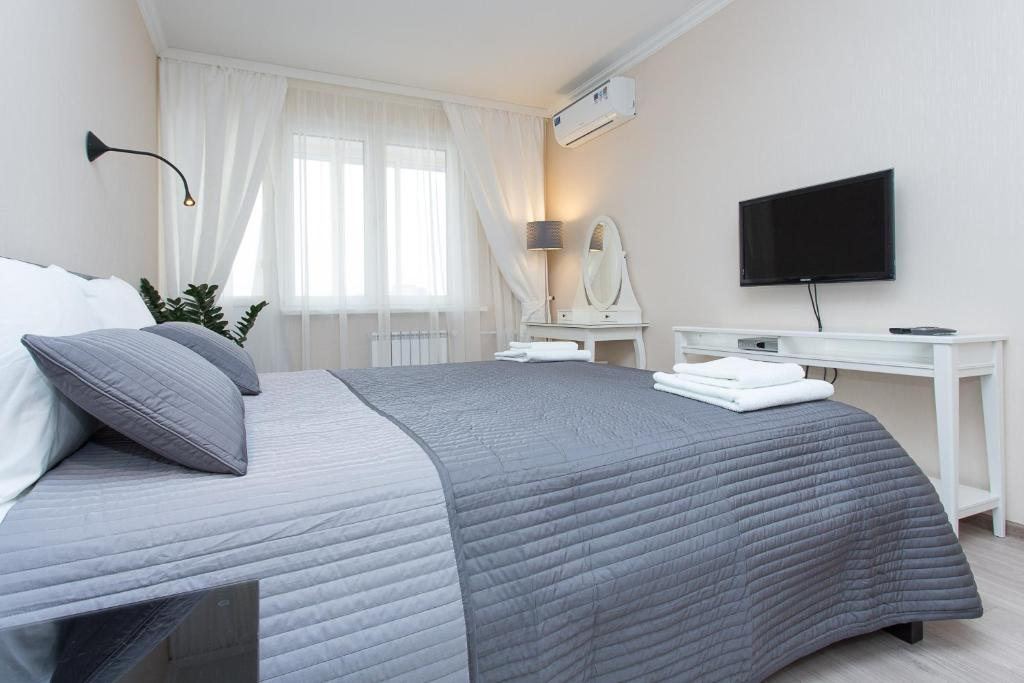 A bed or beds in a room at Balmont Apartments Mayakovskaya