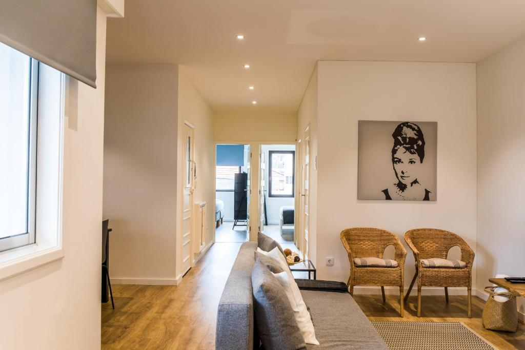A seating area at Charming Trindade Apartments