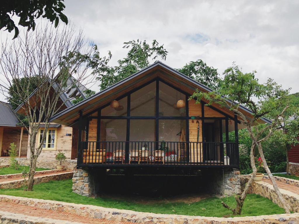 BUNGALOW CHALET BOOKING SINGAPORE - Country Club in
