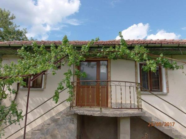 Къща за гости Branimirovata House - Априлци