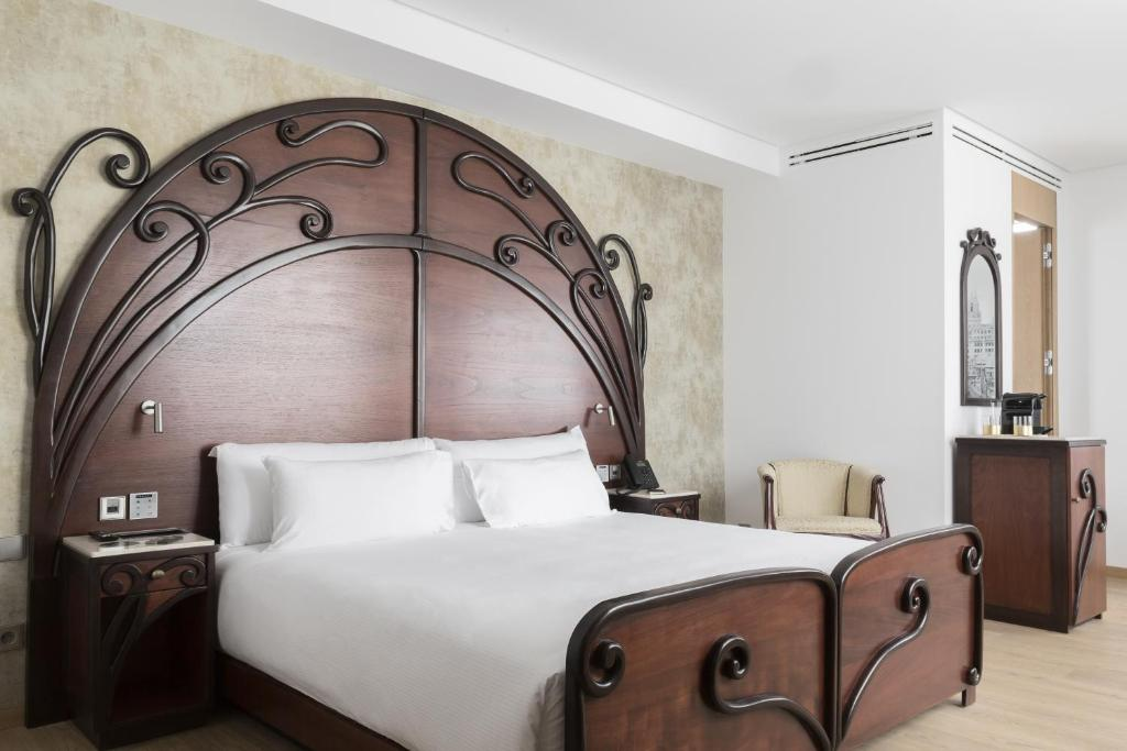A bed or beds in a room at ICON Casona 1900 by Petit Palace