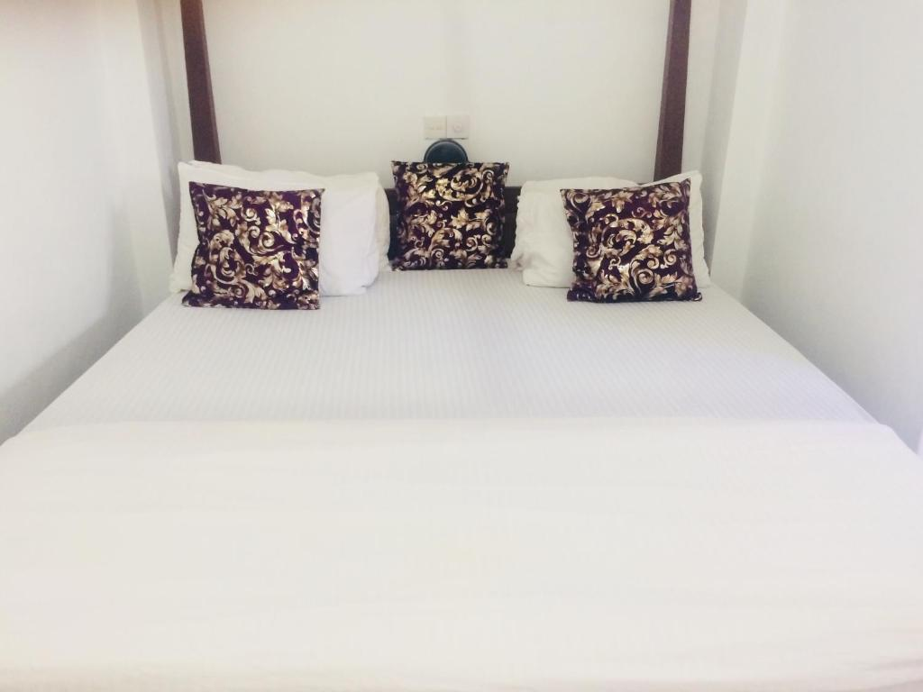 A bed or beds in a room at Fort Inn Guest House