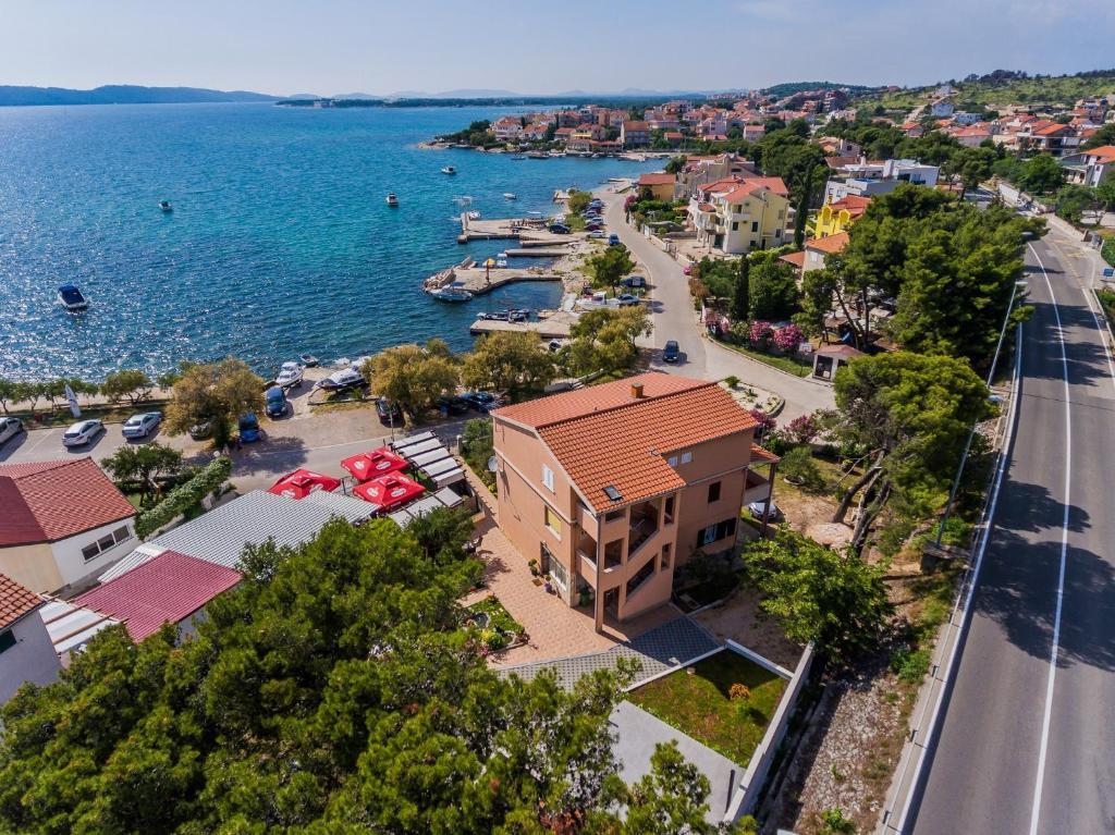Apartmani Savin (Kroatien Brodarica) - Booking.com