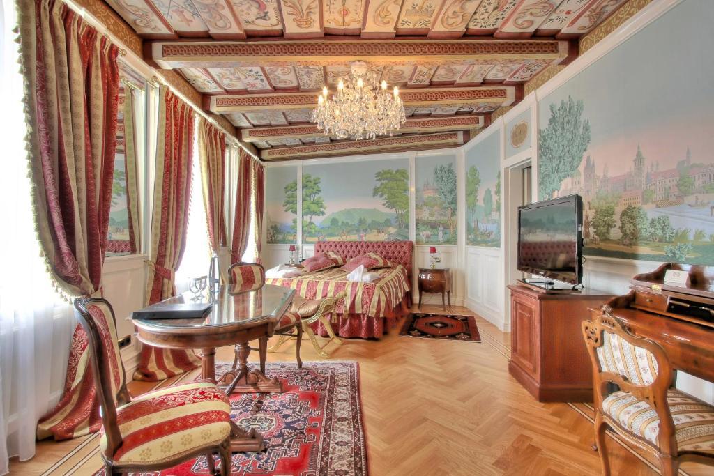 Гостиная зона в Alchymist Prague Castle Suites