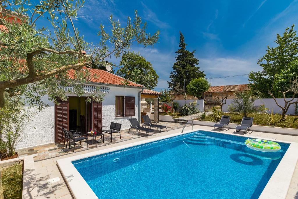 holiday house tina with a private pool, vodnjan \u2013 updated 2019 pricesgallery image of this property