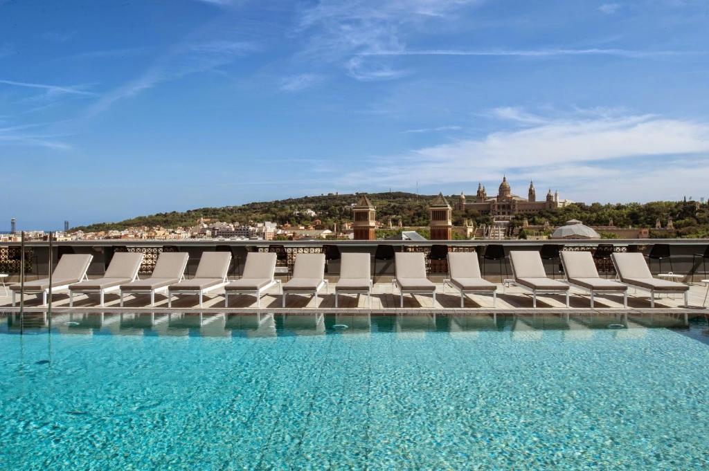 Der Swimmingpool an oder in der Nähe von Catalonia Barcelona Plaza