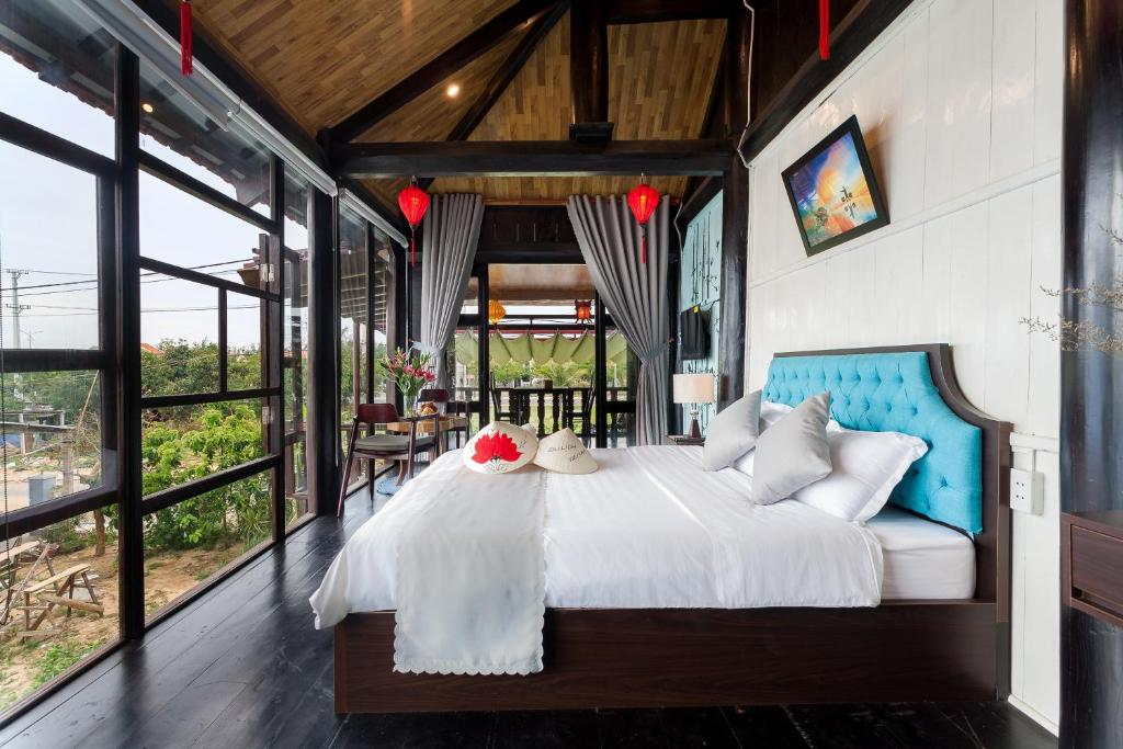 A bed or beds in a room at An Bang Stilt House Villa