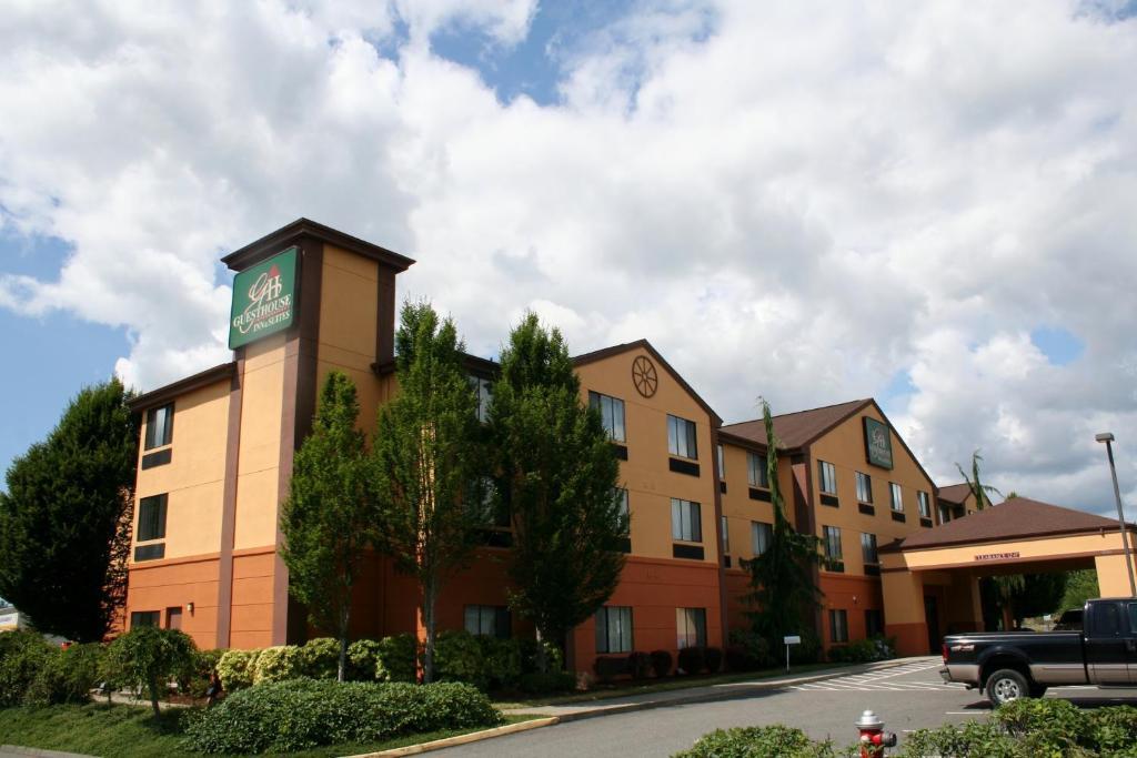 Evergreen Inn Suites