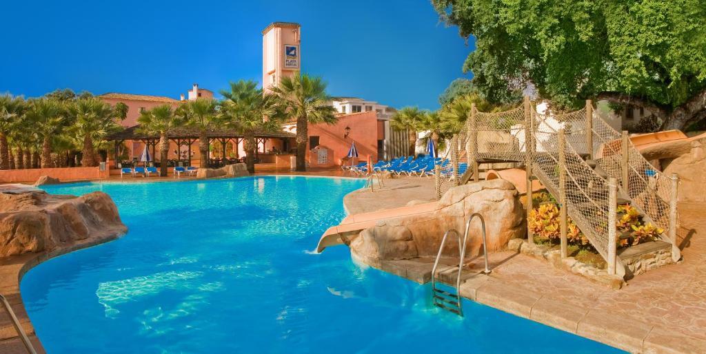 The swimming pool at or near Diverhotel Dino Marbella