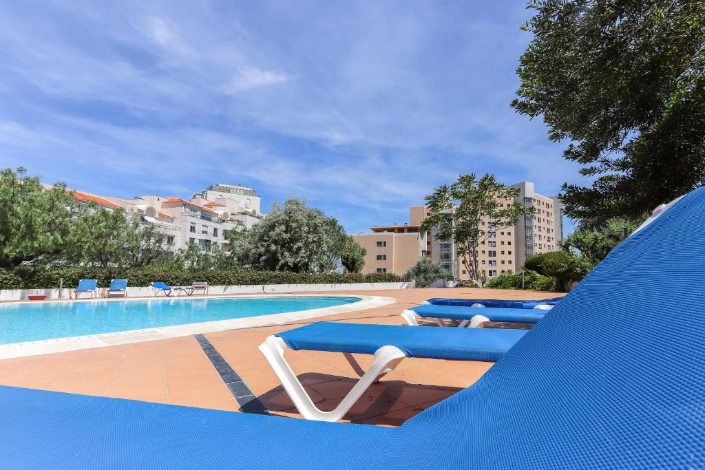 Apartment park swimming pool by homing lisbon portugal - Hotels in lisbon portugal with swimming pool ...