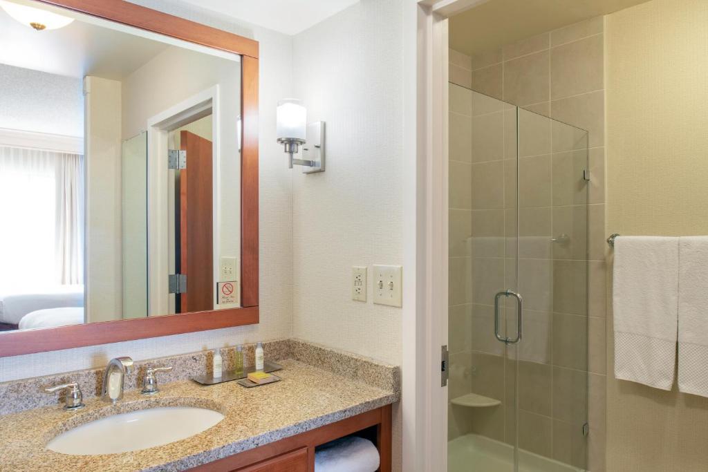Hotel Doubletree Mount Laurel, NJ - Booking.com