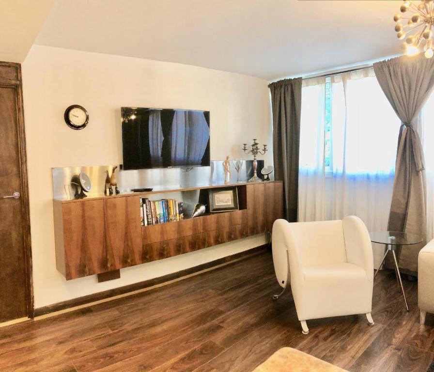 Delaney Court Apartments Rentals: Apartment Holcroft Court, London