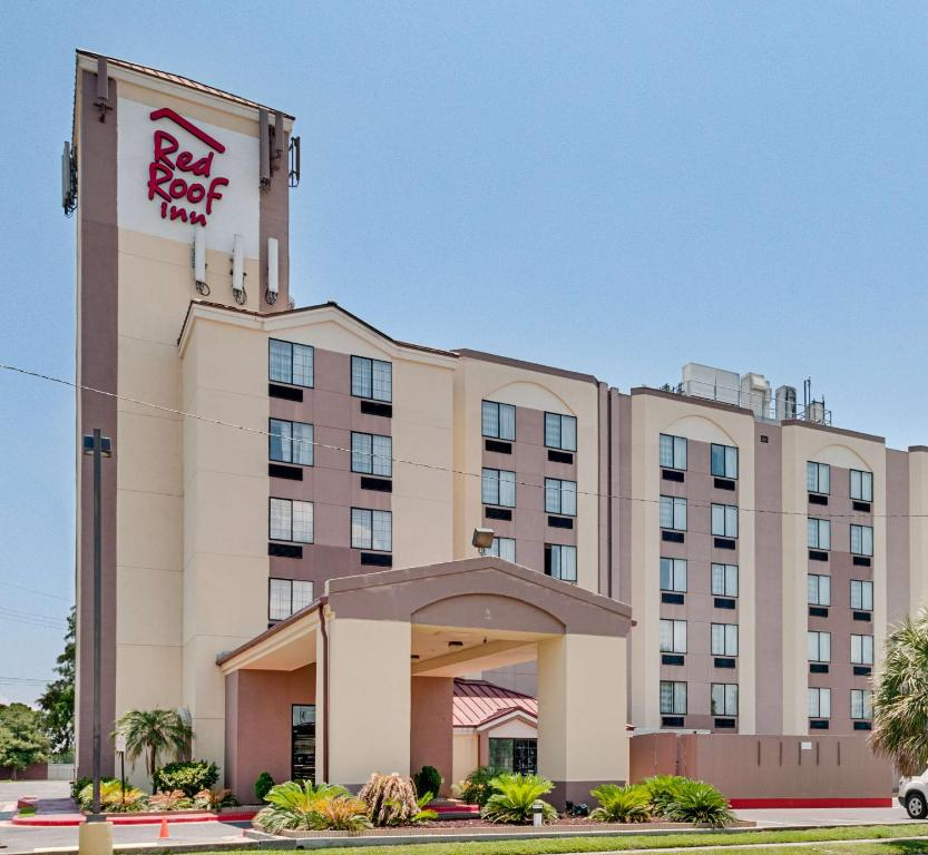 Red Roof Inn New Orleans Airport.