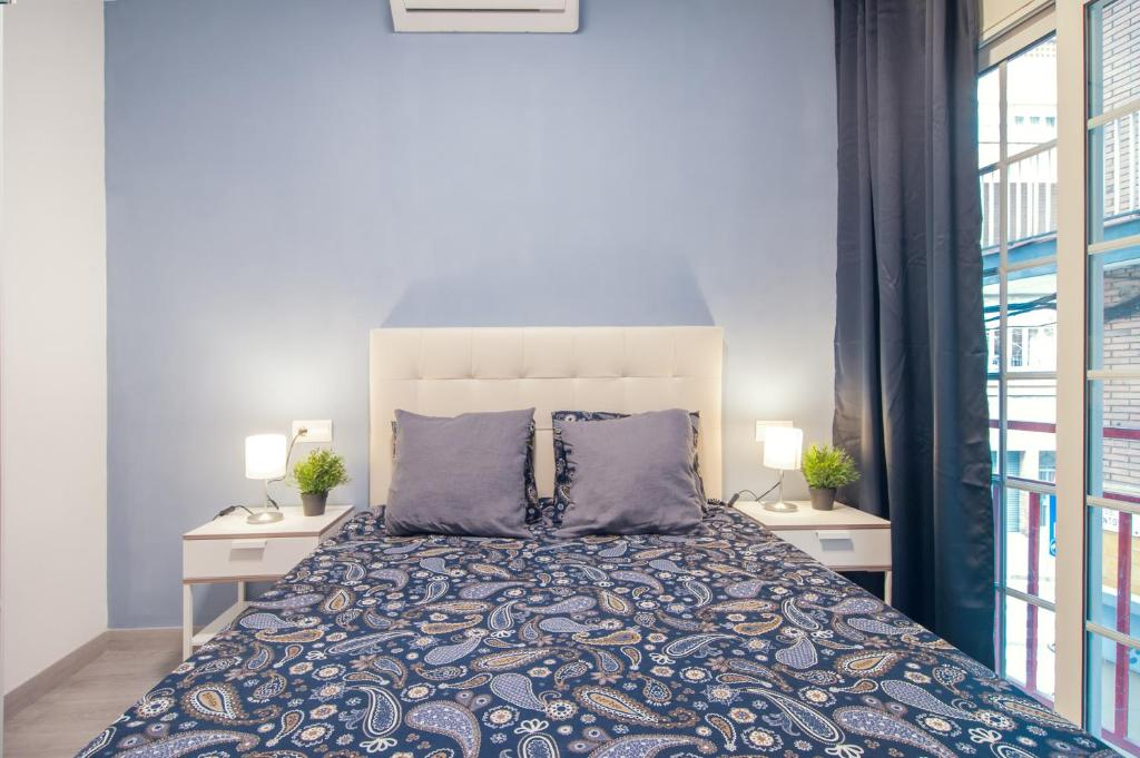 A bed or beds in a room at 10 min walk from Sagrada Familia