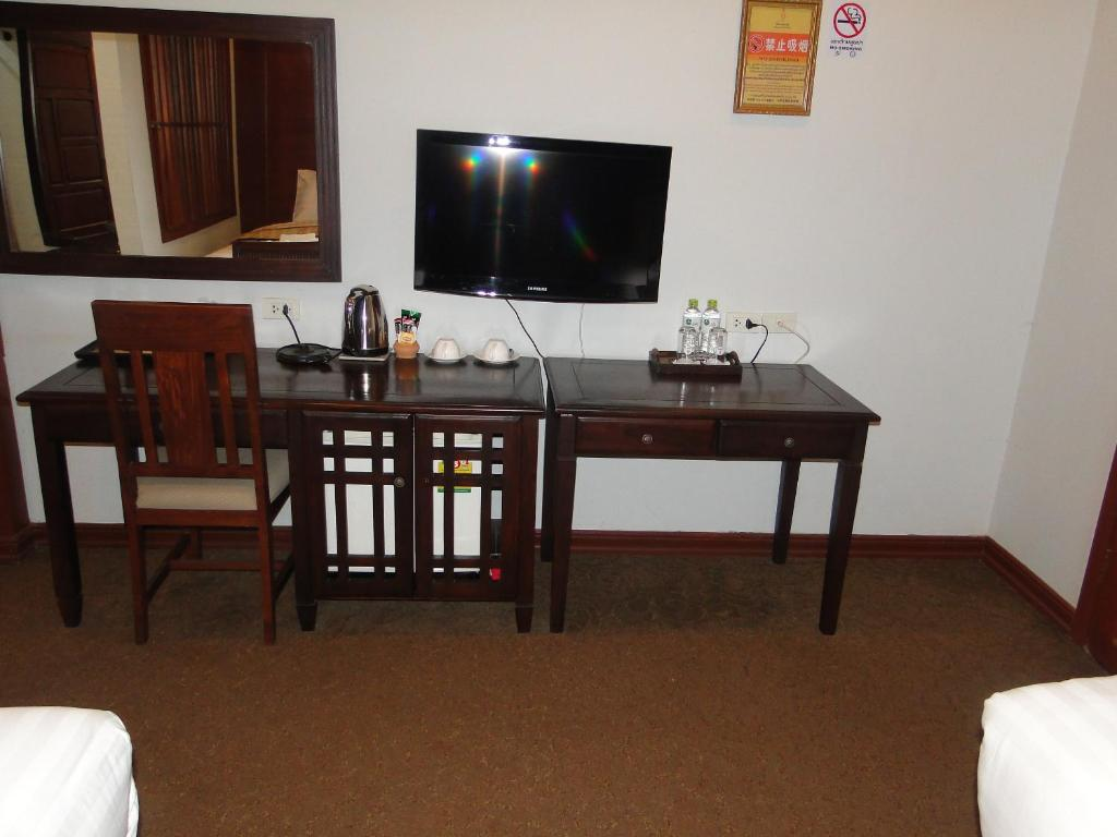 A television and/or entertainment center at Charming Lao Hotel