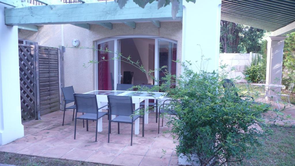 Maison de vacances g te les mas de l etang france saint - Les jardins de villepey saint aygulf ...