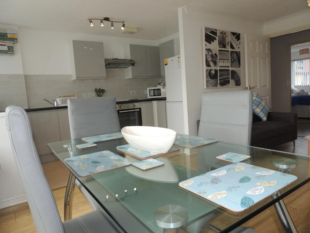 south row serviced apartments shortstay mk milton keynes rh booking com