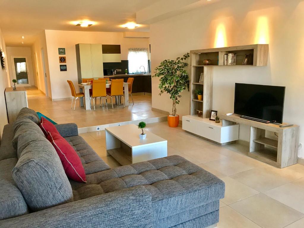 Fleur De Mai Apartment With Terrace Il Gzira Malta Booking Com