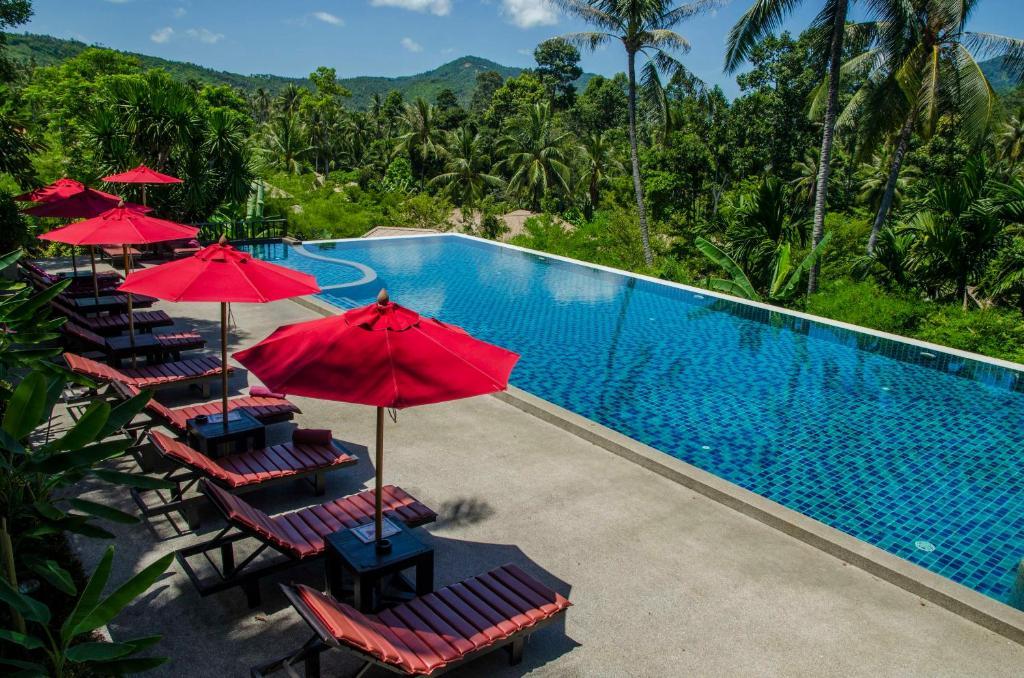 Vue sur la piscine de l'établissement Kirikayan Luxury Pool Villas & Spa ou sur une piscine à proximité