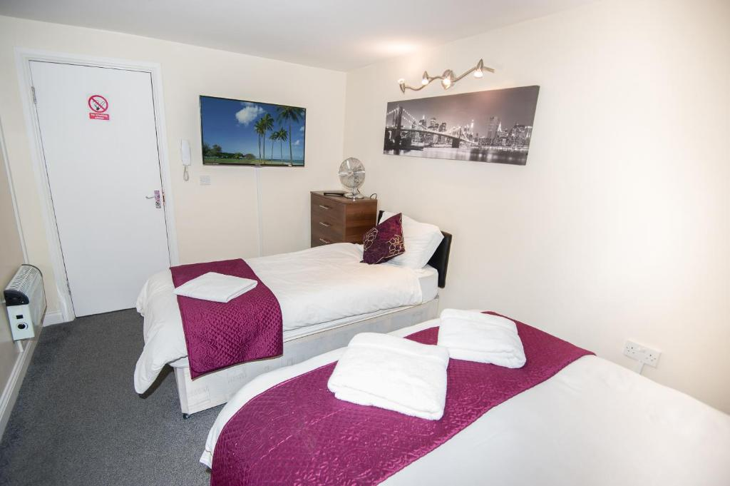 A bed or beds in a room at Bradford serviced apartments
