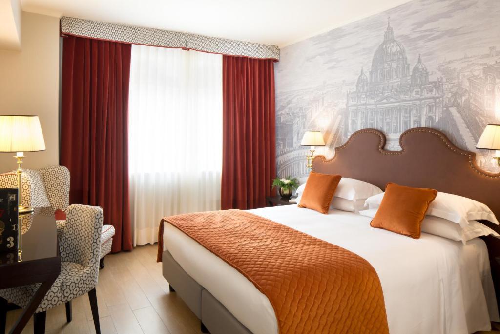 Starhotels Michelangelo Rome tesisinde bir odada yatak veya yataklar