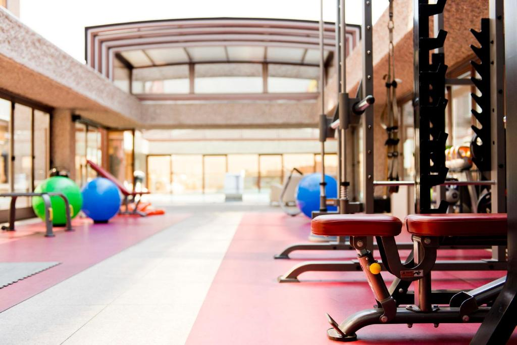 The fitness center and/or fitness facilities at Hilton Madrid Airport