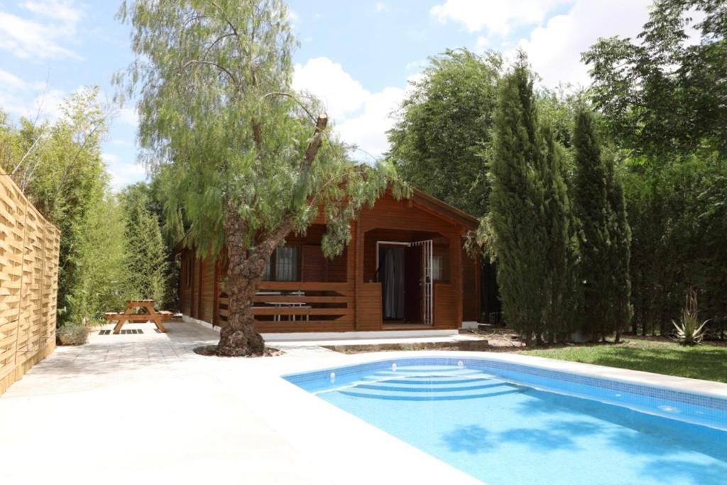 Preciosa Y Acogedora Casa De Madera En El Campo Carmona Casa O
