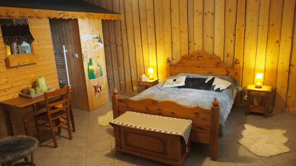 A bed or beds in a room at Chambres d'hôtes Olachat proche Annecy