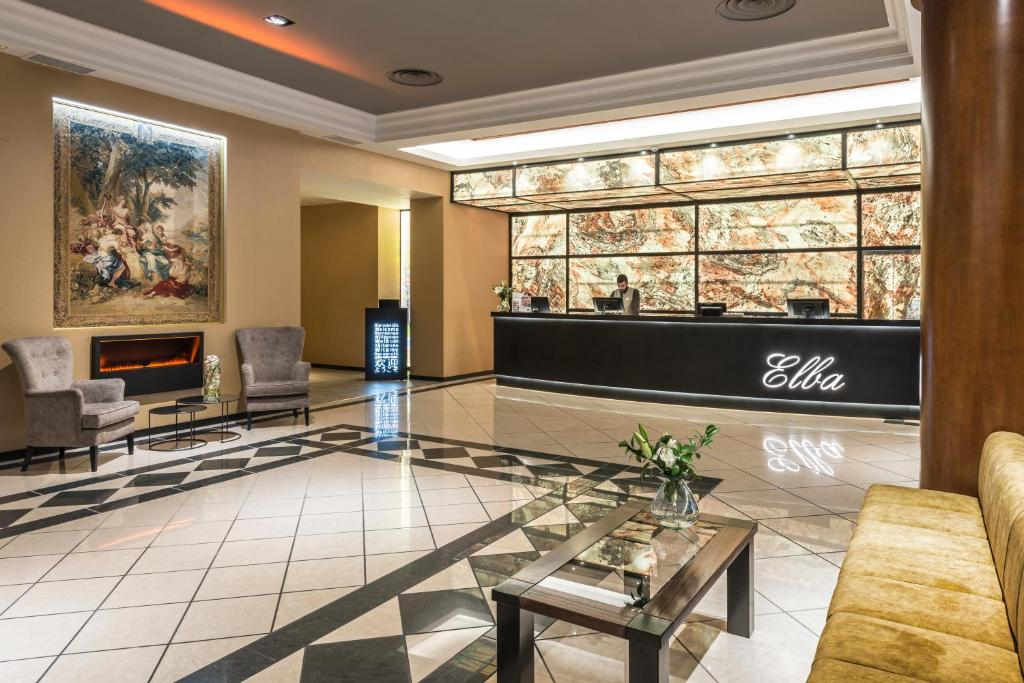 The lobby or reception area at Elba Madrid Alcalá