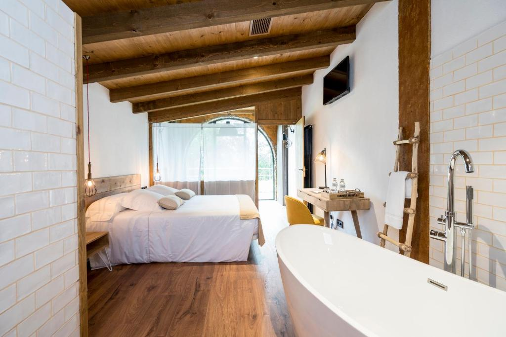 hotels with  charm in la vall de bianya  13