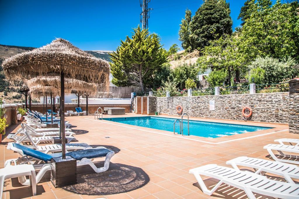 The swimming pool at or near Finca Los Llanos