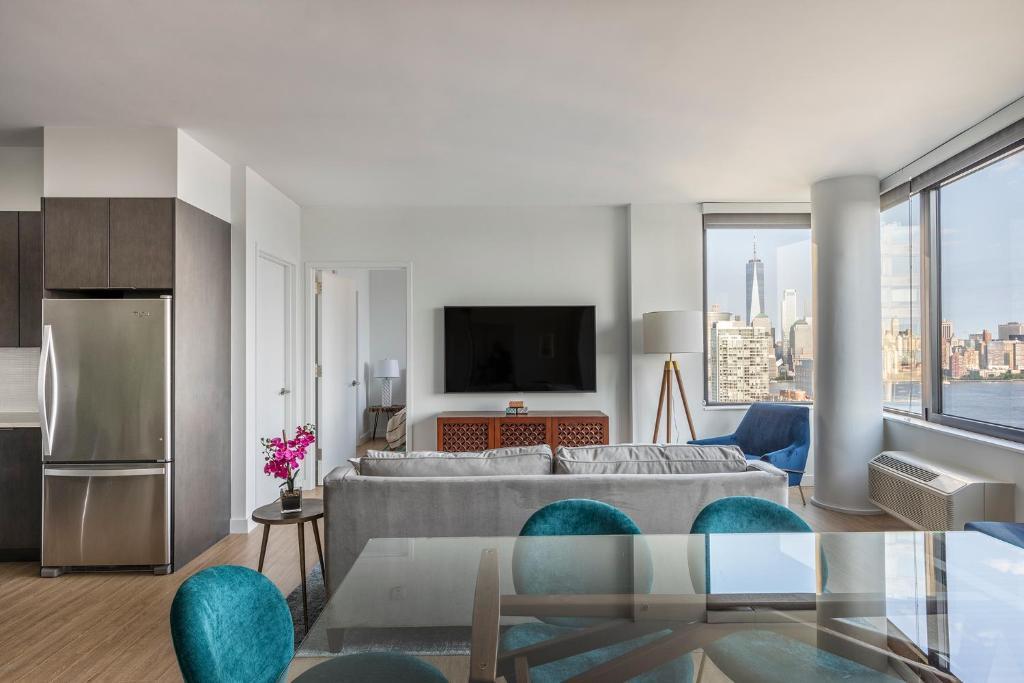 Deedee's Sky Rise Apartments at Newport II, Jersey City, NJ